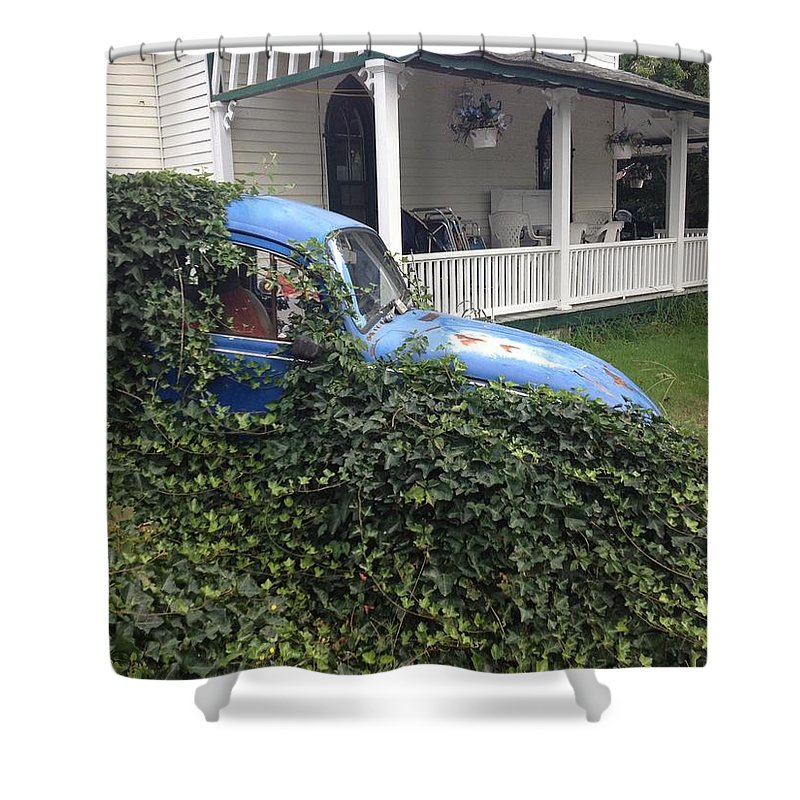 Foliage Shower Curtain featuring the photograph Ivy by Margaret Vargas