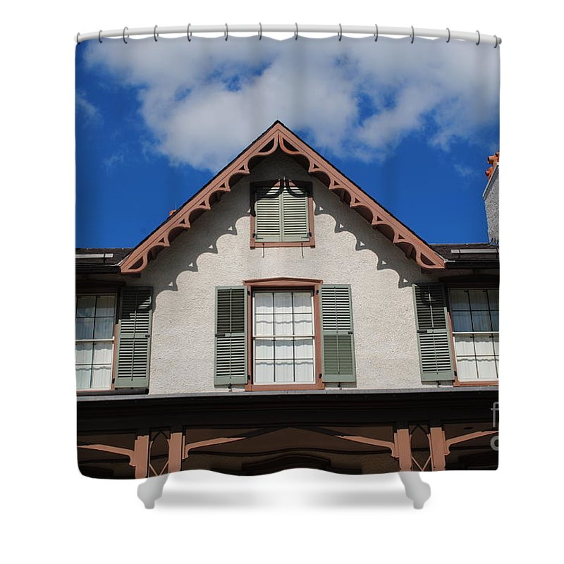 Lincoln Shower Curtain featuring the photograph Lincoln Cottage by Jost Houk