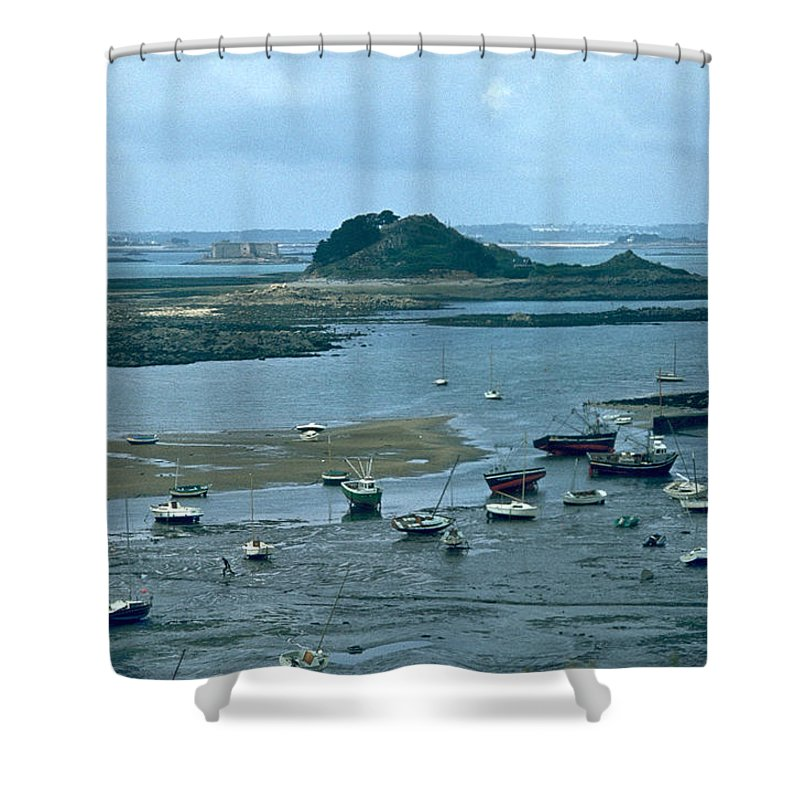 Low Tide Shower Curtain featuring the photograph Low Tide by Flavia Westerwelle