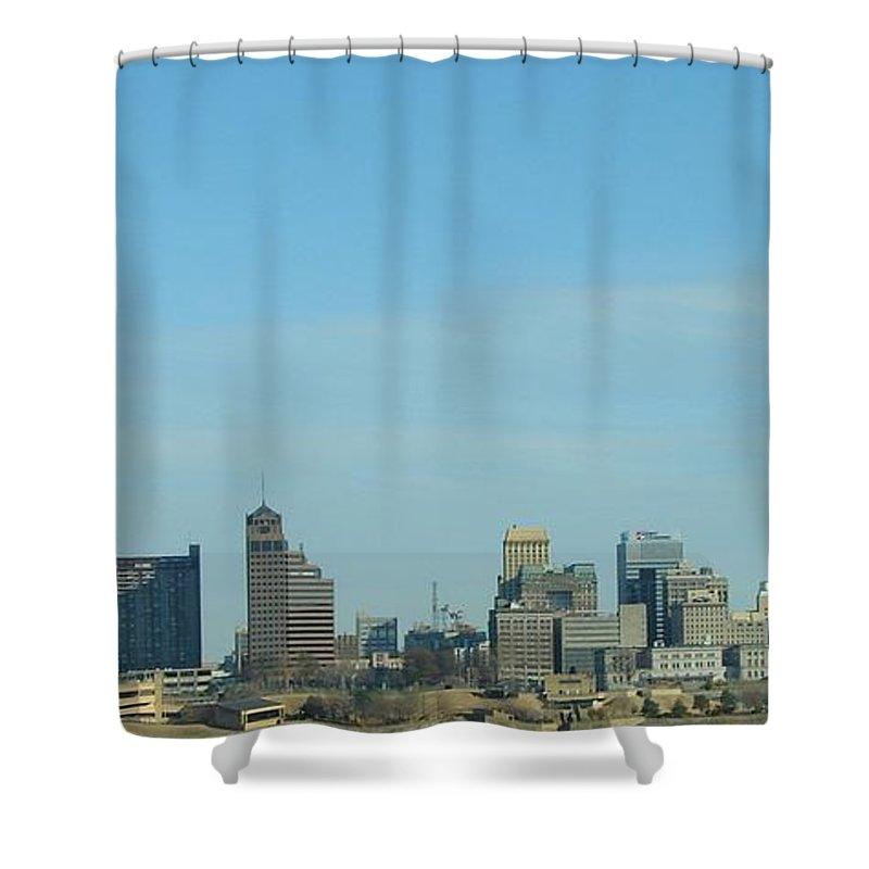 Memphis Shower Curtain featuring the photograph Memphis Skyline by J R Seymour
