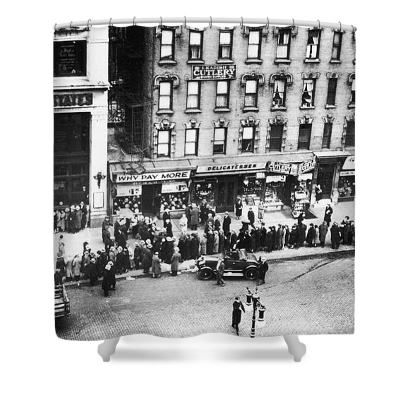 1930 Shower Curtain featuring the photograph New York: Bank Run, 1930 by Granger