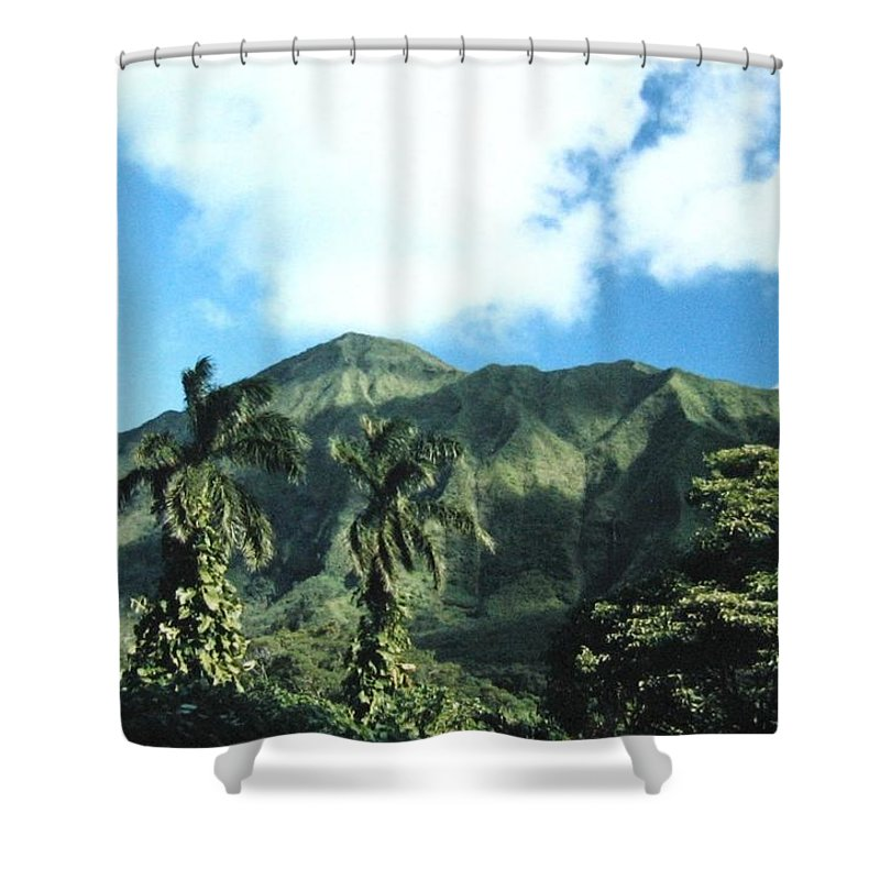 1986 Shower Curtain featuring the photograph Nuuanu Pali by Will Borden