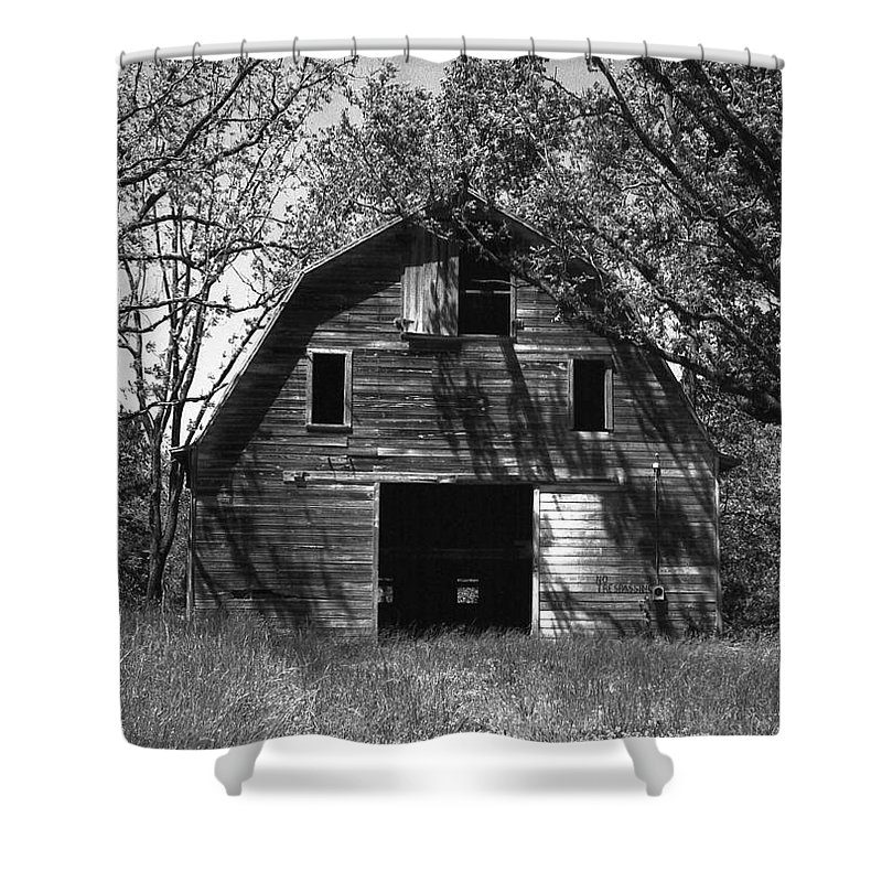Barrns Shower Curtain featuring the photograph Old Cedar Barn by Richard Rizzo