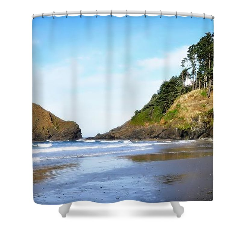 Oregon Shower Curtain featuring the photograph Oregon - Beach Life by Image Takers Photography LLC - Laura Morgan