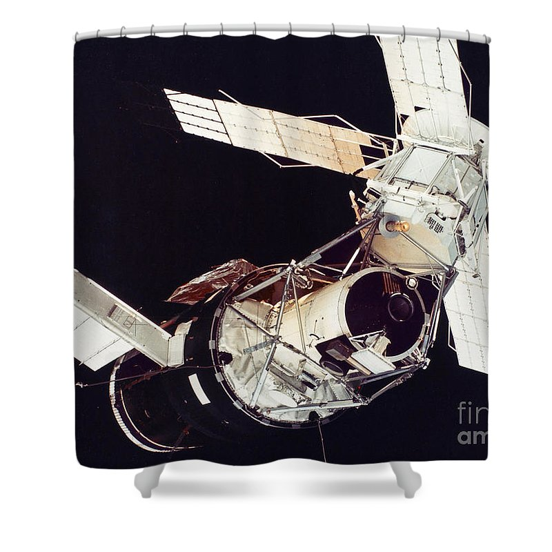 1973 Shower Curtain featuring the photograph Space: Skylab 3, 1973 by Granger