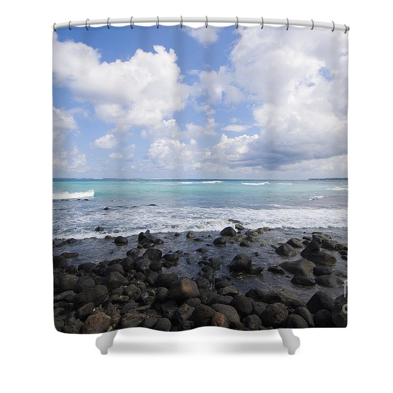 Beach Shower Curtain featuring the photograph Spreckelsville, Rocky Sho by Ron Dahlquist - Printscapes