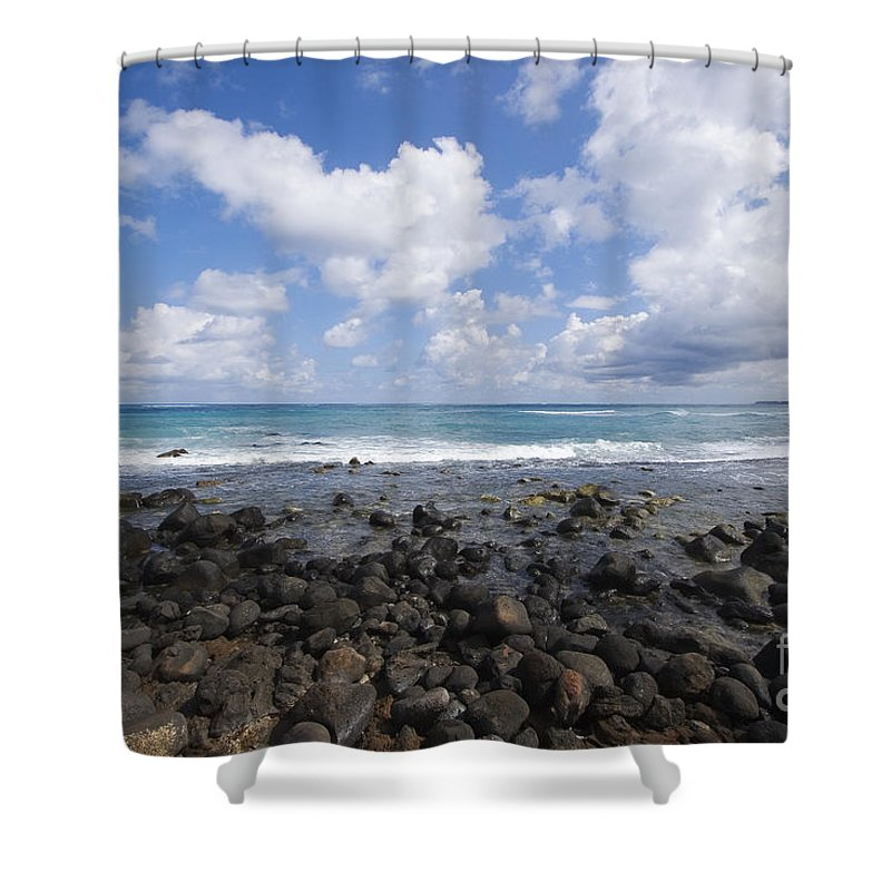 Beach Shower Curtain featuring the photograph Spreckelsville, Rocky Shoreline by Ron Dahlquist - Printscapes