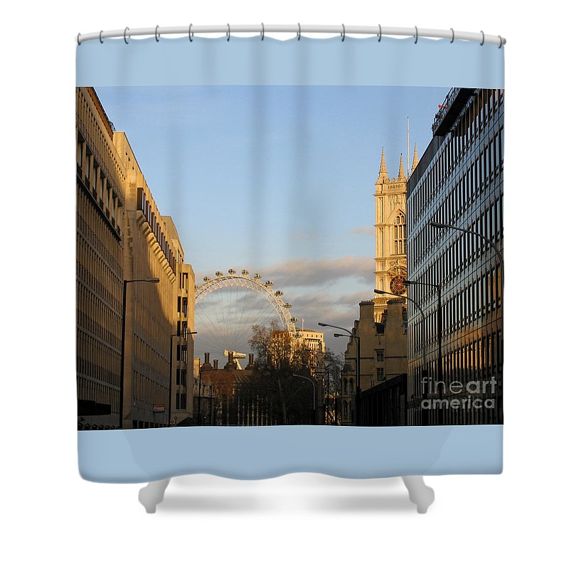 London Shower Curtain featuring the photograph Sun Sets On London by Ann Horn