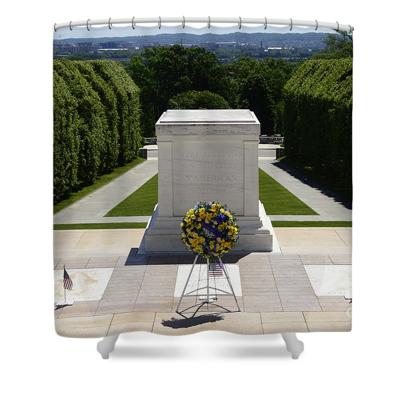Arlington Shower Curtain featuring the photograph Tomb Of The Unknowns by Paul W Faust - Impressions of Light