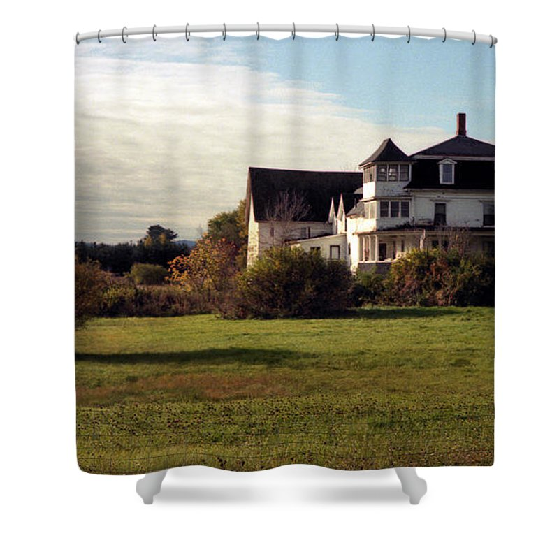 Vermont Shower Curtain featuring the photograph Vermont Farmhouse by Richard Rizzo