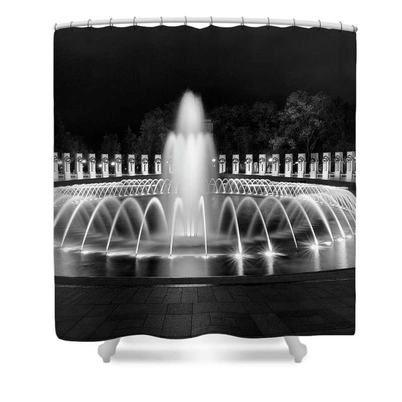 National Mall Shower Curtain featuring the photograph Ww2 Memorial Fountain by Cathie Crow