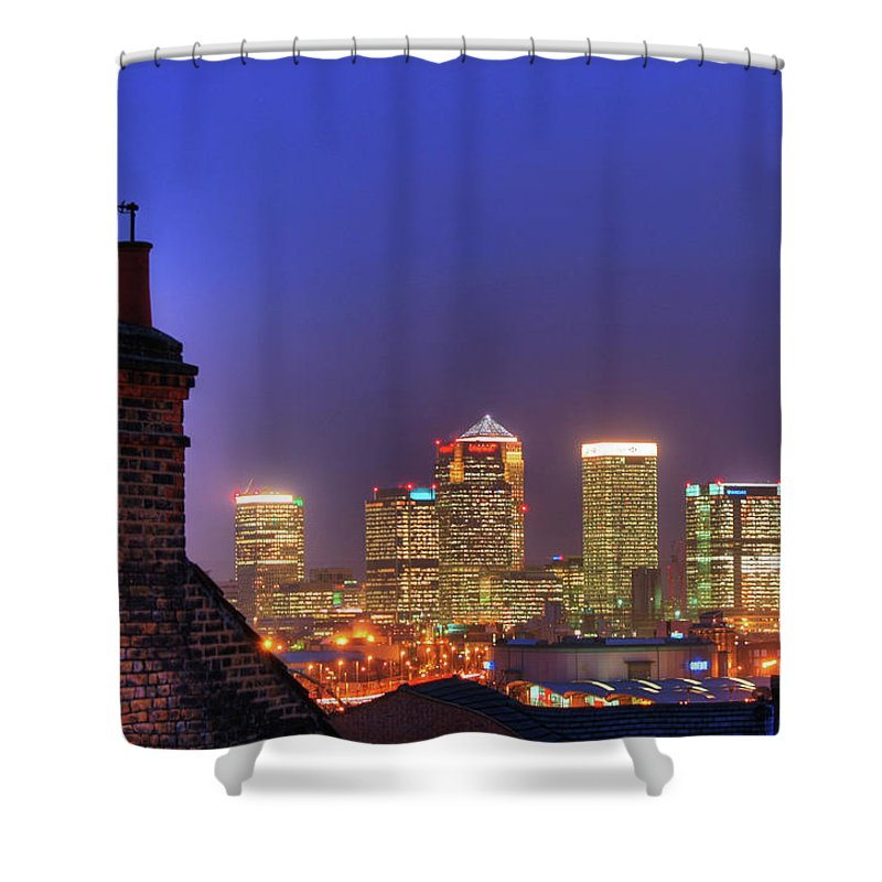 Clear Sky Shower Curtain featuring the photograph Canary Wharf by Andy Linden