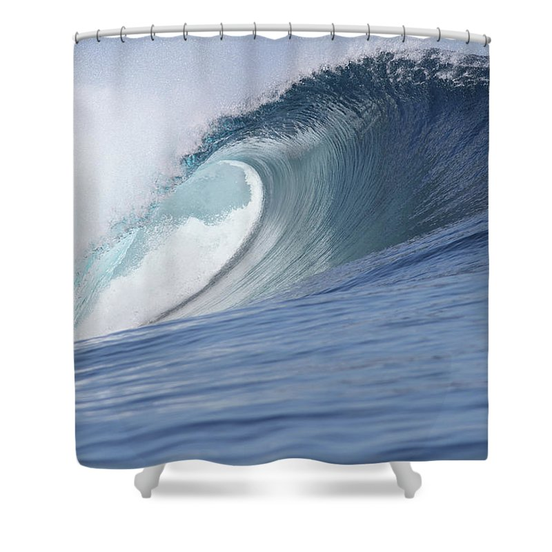 Spray Shower Curtain featuring the photograph Perfect Wave by Reniw-imagery