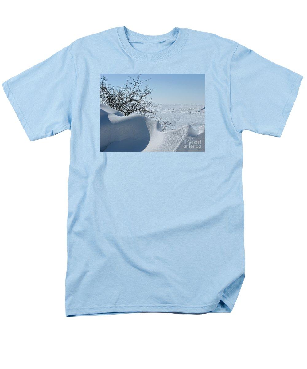 Winter Men's T-Shirt (Regular Fit) featuring the photograph A Gentle Beauty by Ann Horn