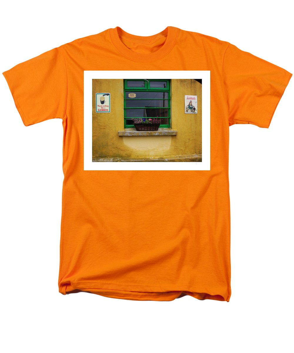 Ireland Men's T-Shirt (Regular Fit) featuring the photograph Nothing Like a Guinness by Tim Nyberg