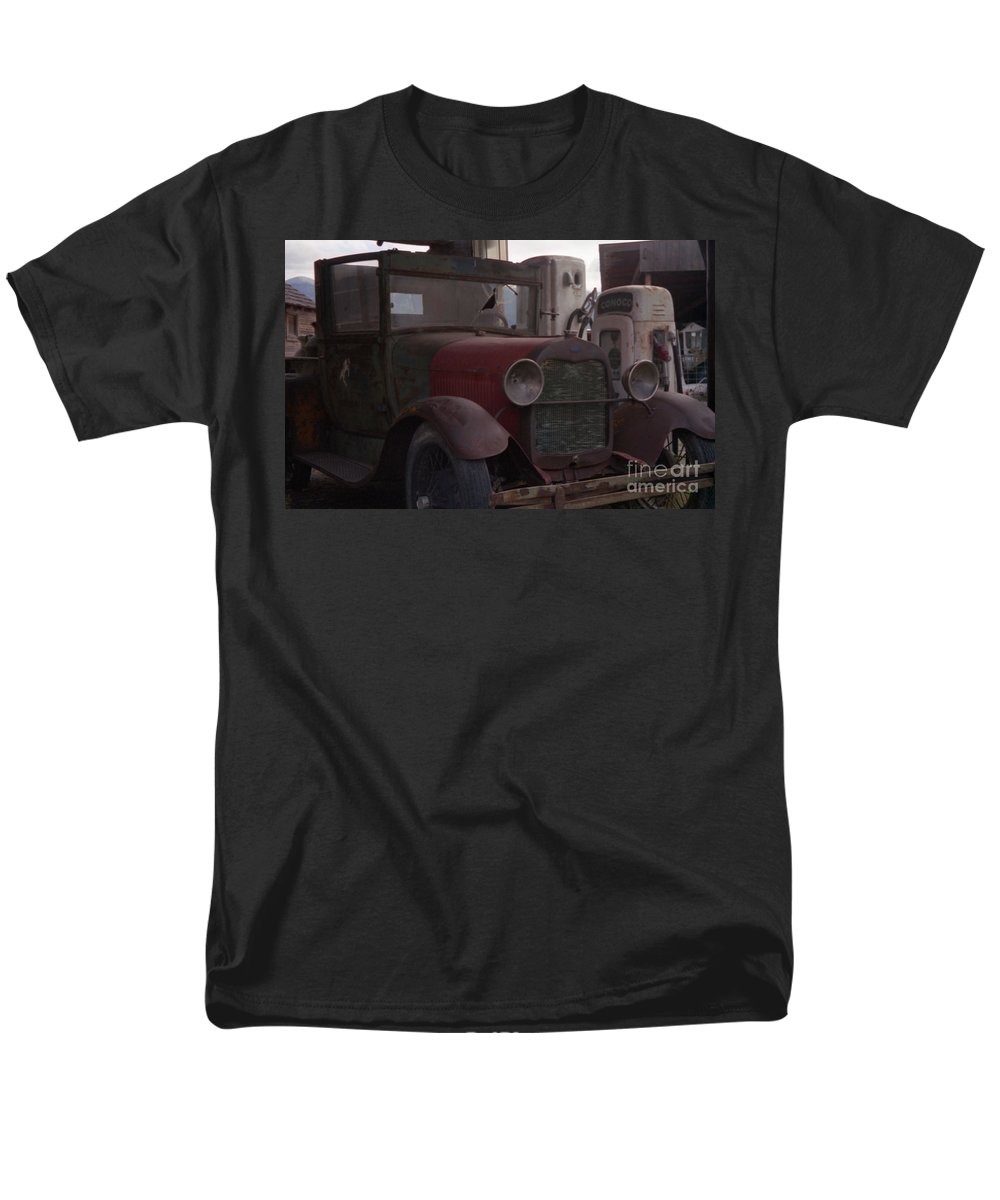 Gas Station Men's T-Shirt (Regular Fit) featuring the photograph Full Service by Richard Rizzo