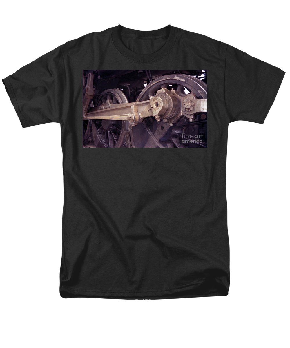 Trains Men's T-Shirt (Regular Fit) featuring the photograph Power Train by Richard Rizzo