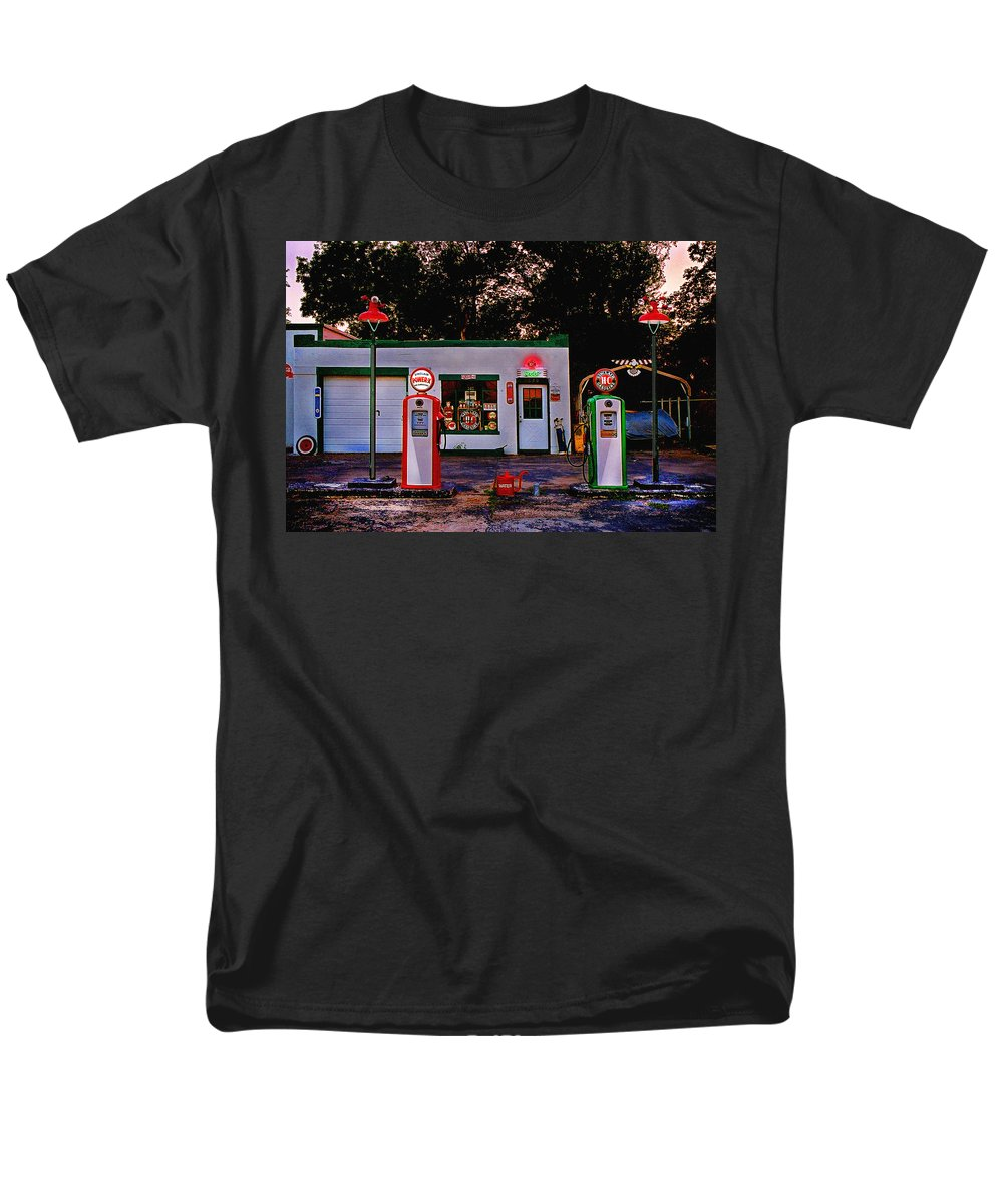 Gas Station Men's T-Shirt (Regular Fit) featuring the photograph Sinclair by Steve Karol