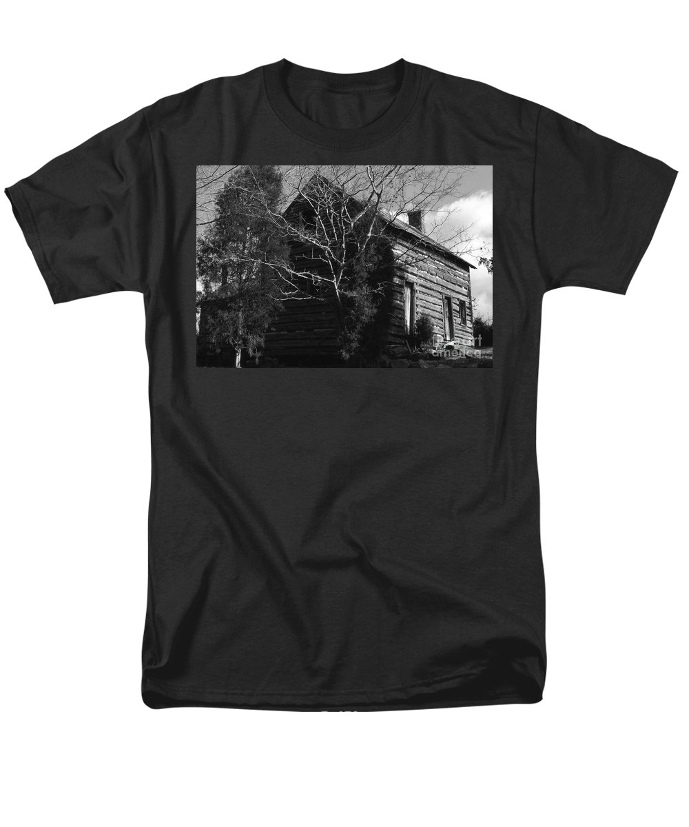 Cabins Men's T-Shirt (Regular Fit) featuring the photograph The Homestead by Richard Rizzo
