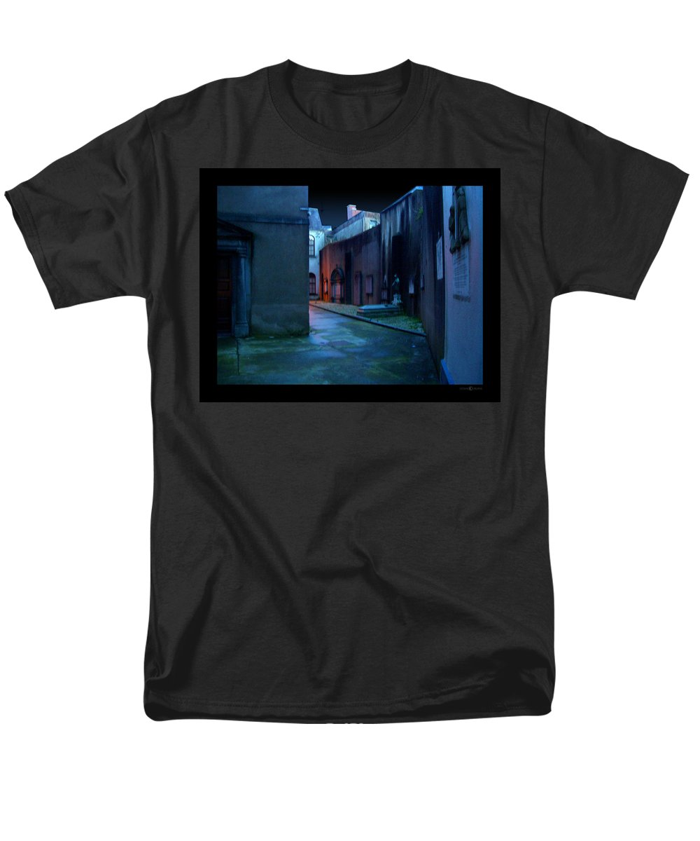 Waterford Men's T-Shirt (Regular Fit) featuring the photograph Waterford Alley by Tim Nyberg