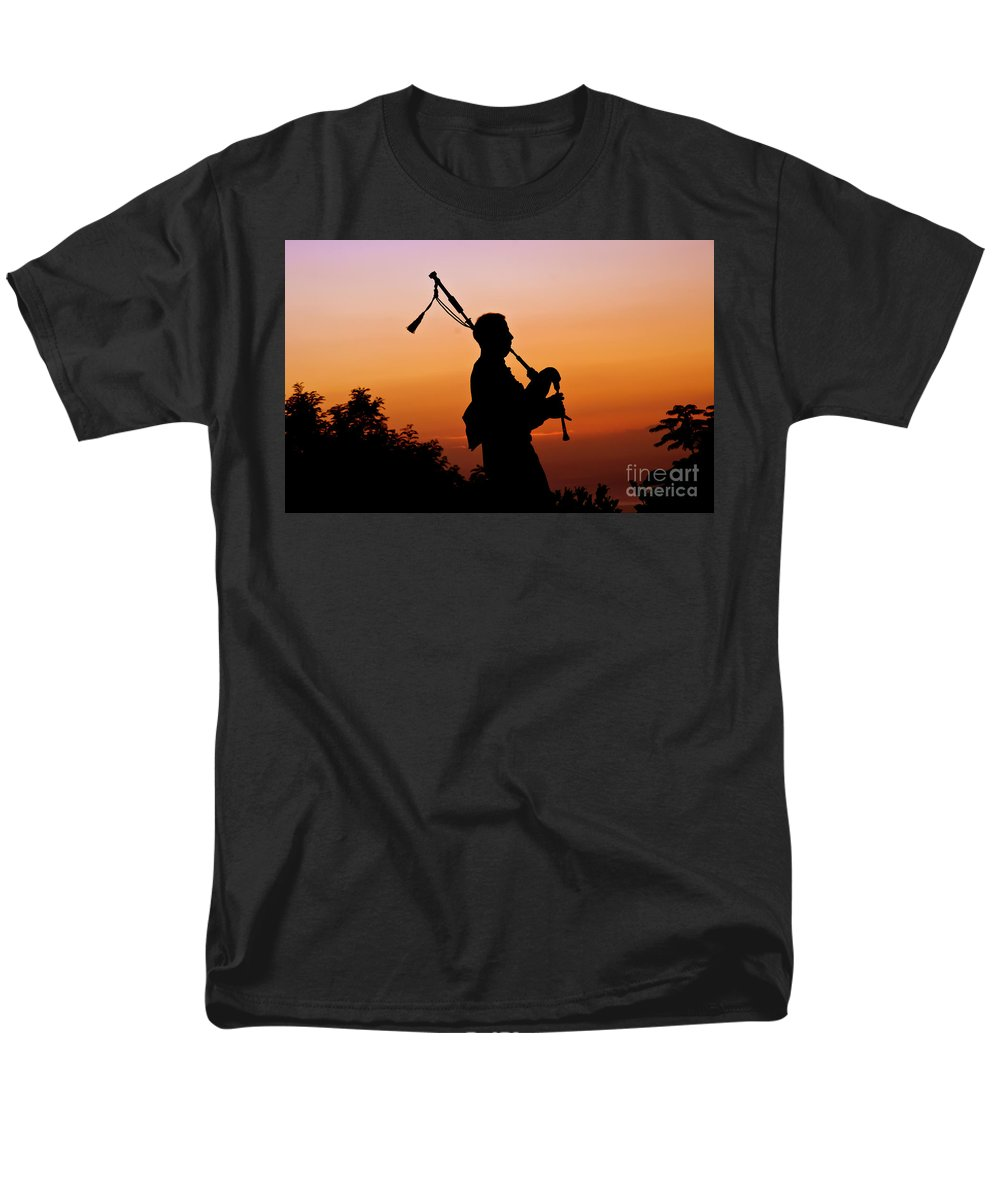 Sunset Men's T-Shirt (Regular Fit) featuring the photograph Amazing Grace by Jim Cazel