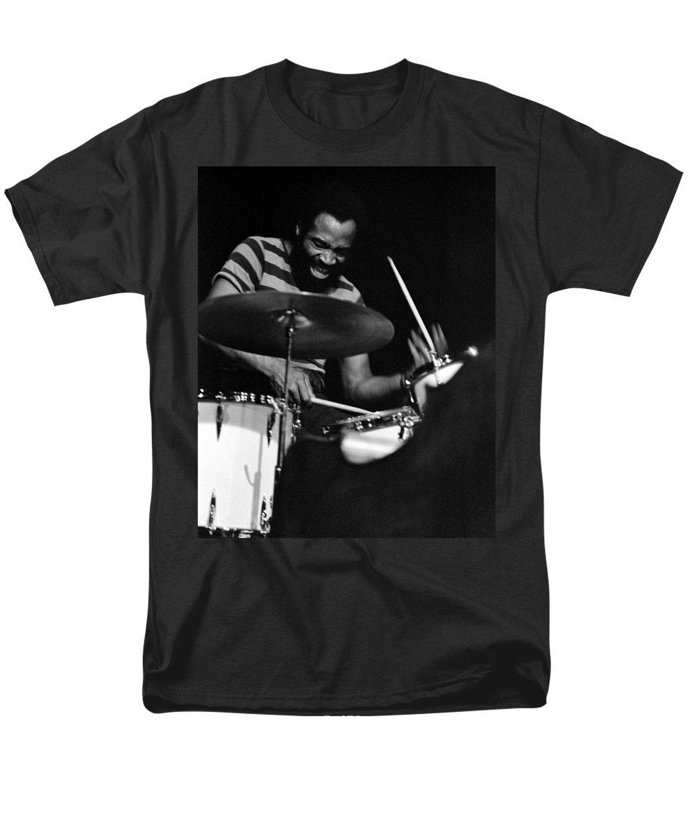 Rashied Ali Men's T-Shirt (Regular Fit) featuring the photograph Rashied Ali by Lee Santa