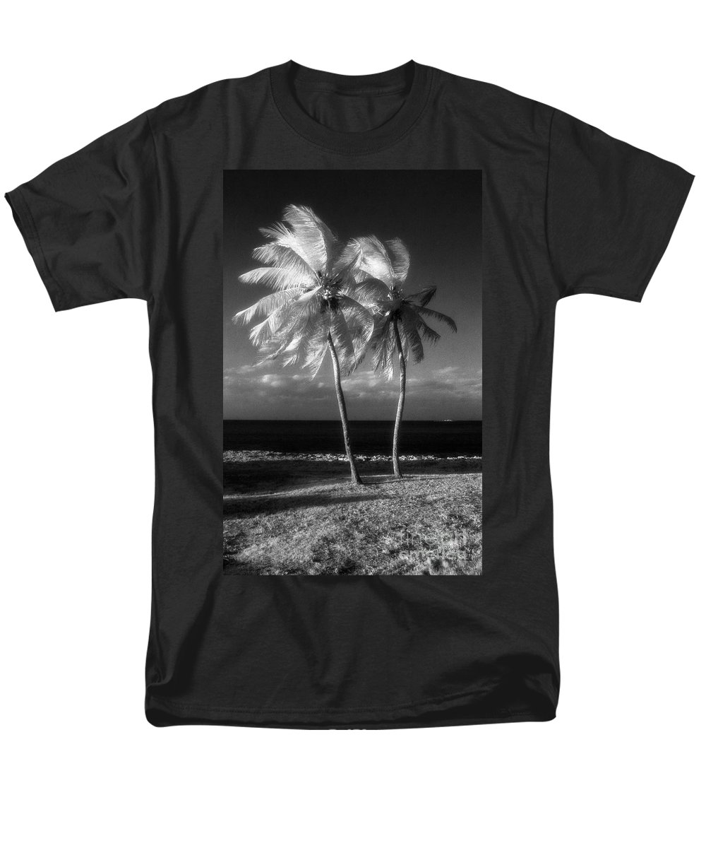 Palm Trees Men's T-Shirt (Regular Fit) featuring the photograph Twin Palms by Richard Rizzo