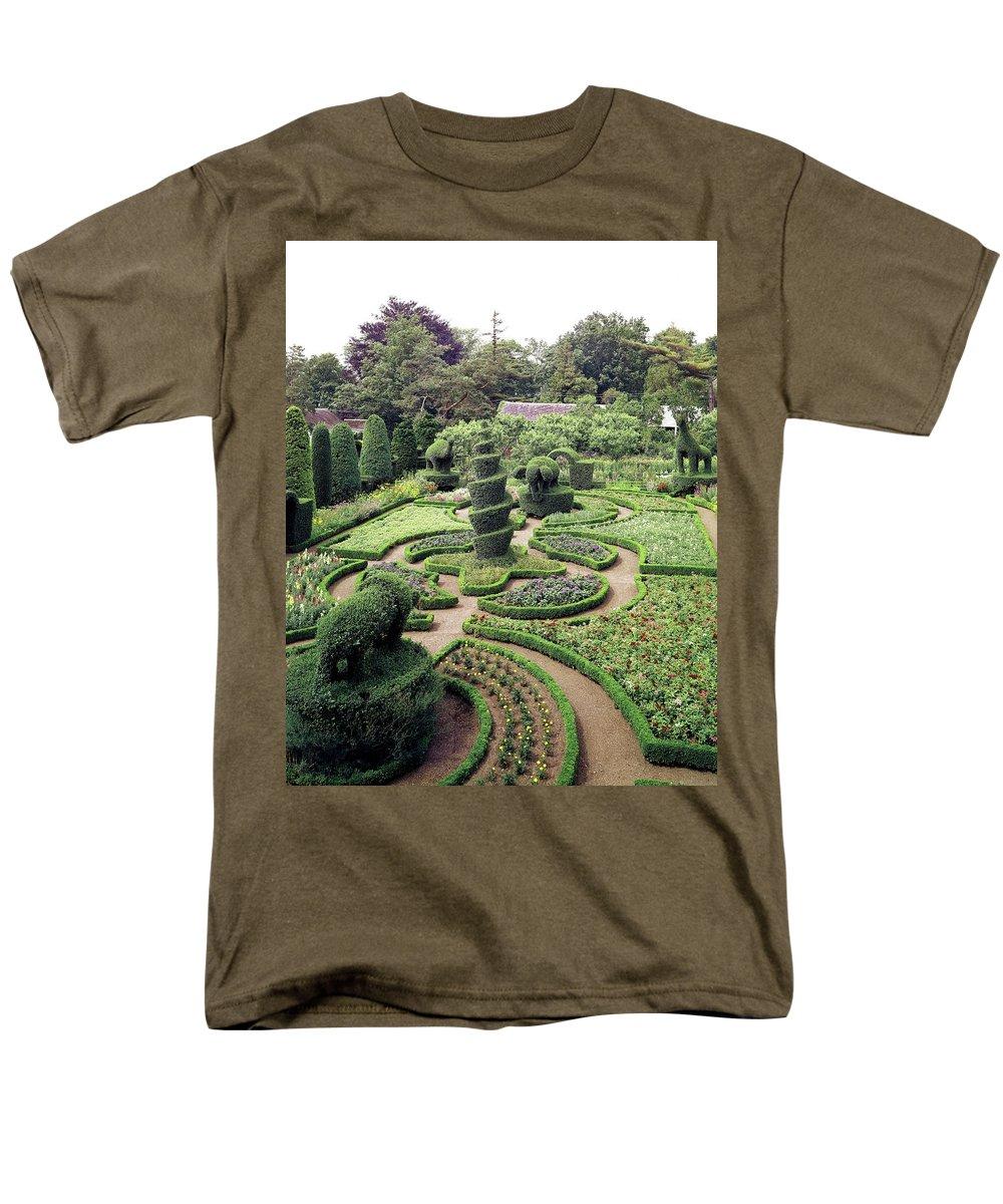 Exterior Men's T-Shirt (Regular Fit) featuring the photograph An Ornamental Garden by Tom Leonard