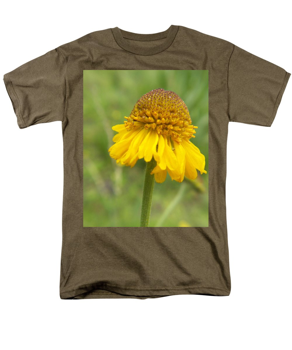 Flower Men's T-Shirt (Regular Fit) featuring the photograph Bigelow by Amy Fose