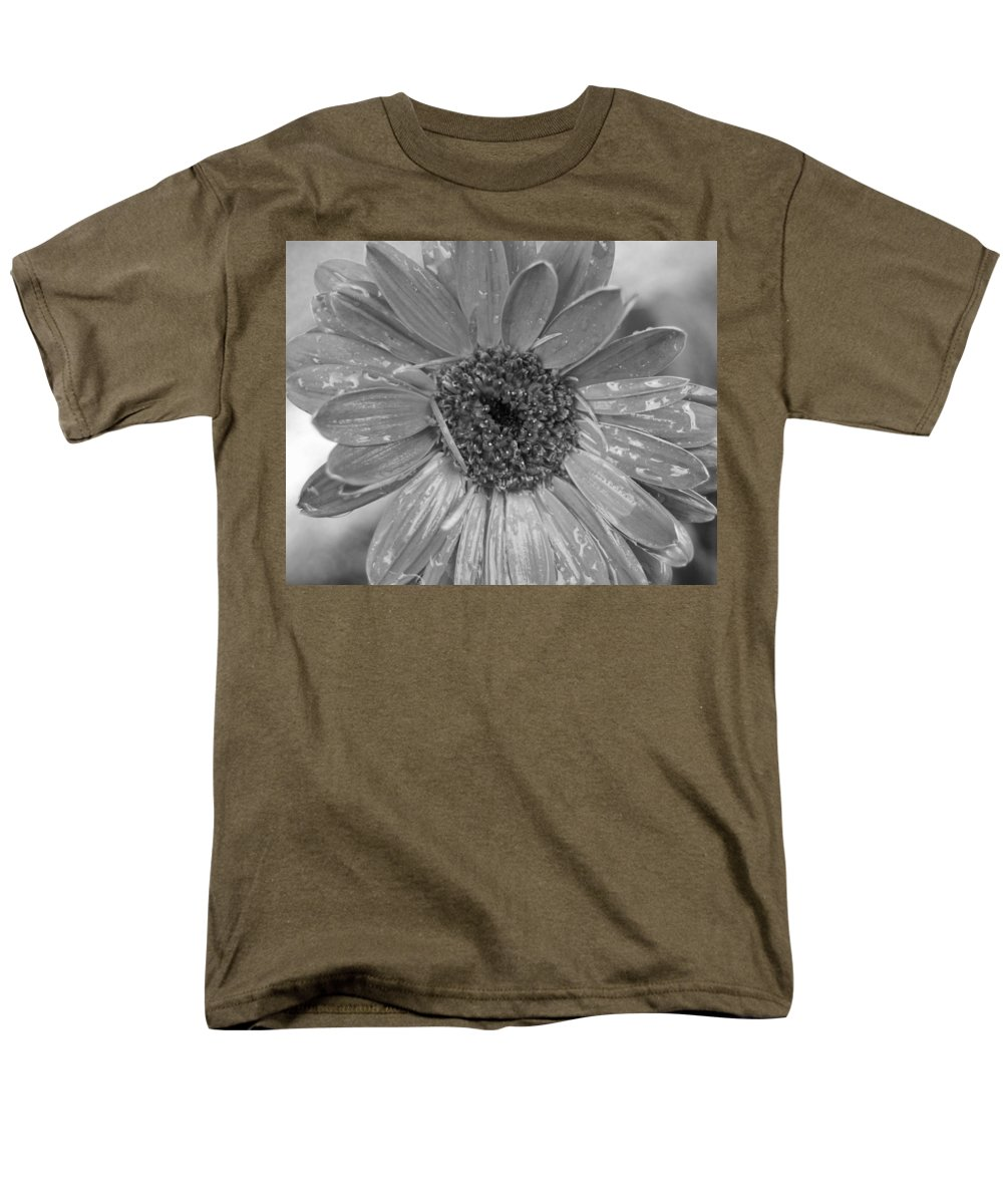 Gerber Daisy Men's T-Shirt (Regular Fit) featuring the photograph Black and White Gerbera Daisy by Amy Fose