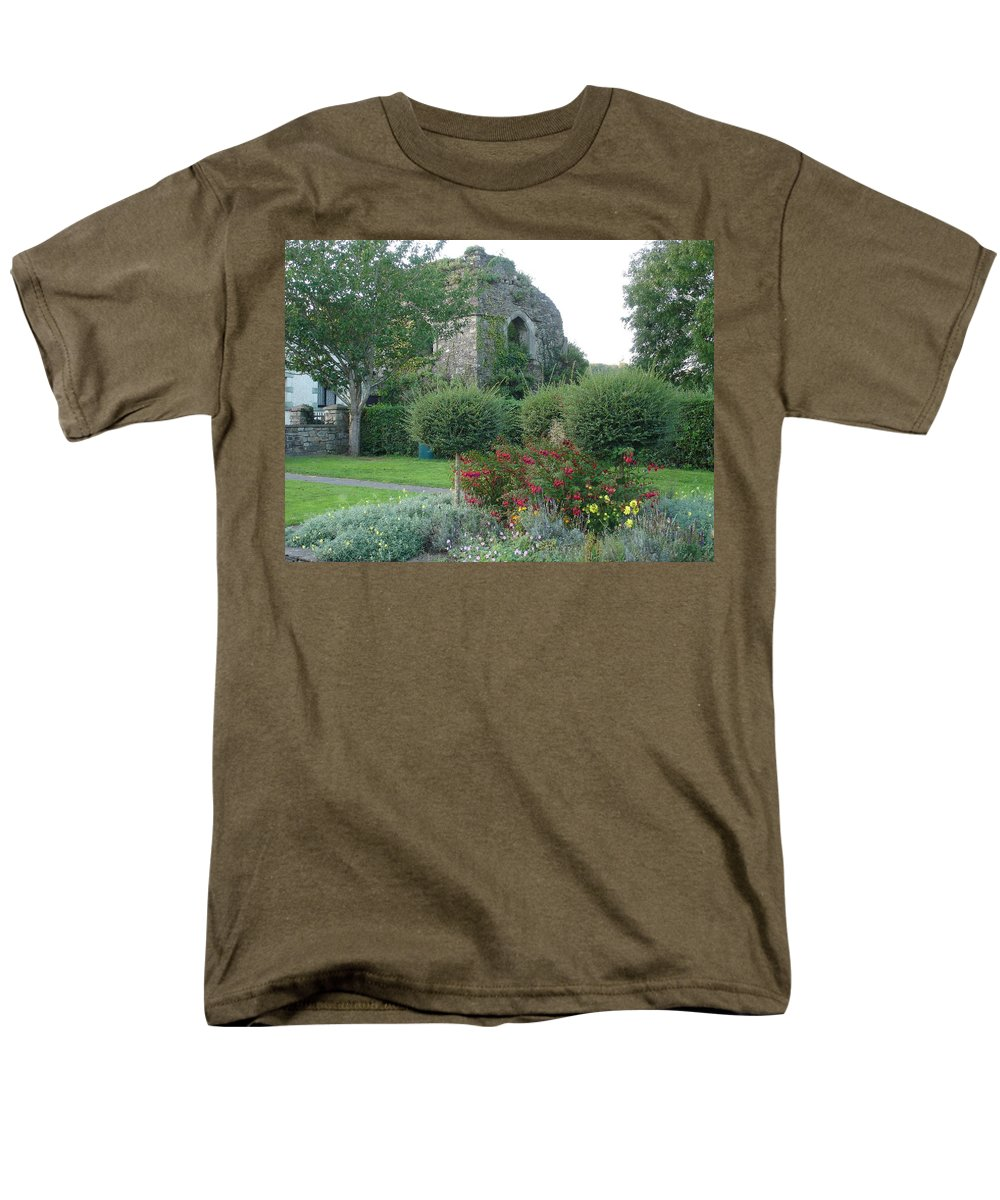 Inistioge Men's T-Shirt (Regular Fit) featuring the photograph Garden Path by Kelly Mezzapelle