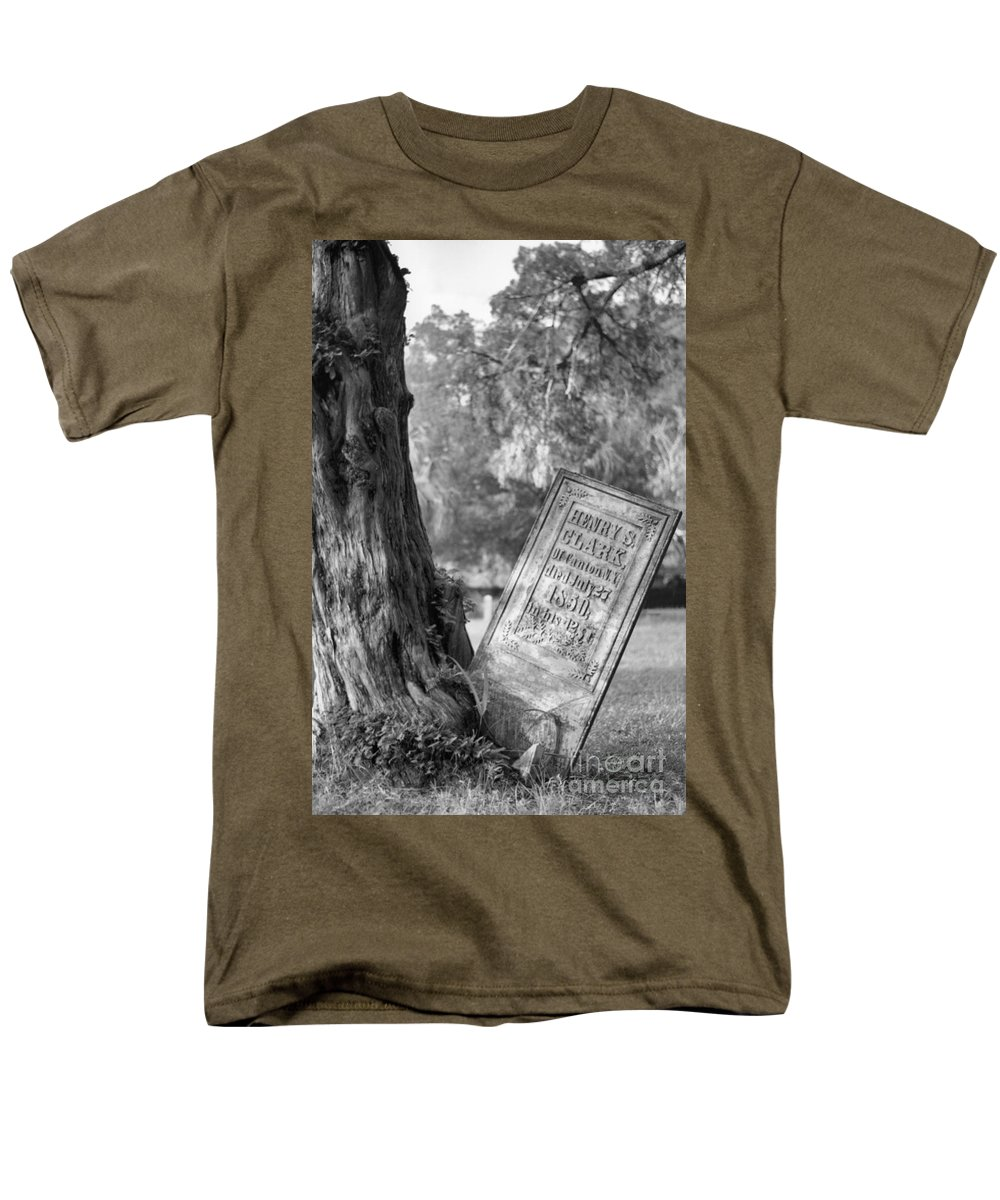 Graves Men's T-Shirt (Regular Fit) featuring the photograph Life After Death by Richard Rizzo