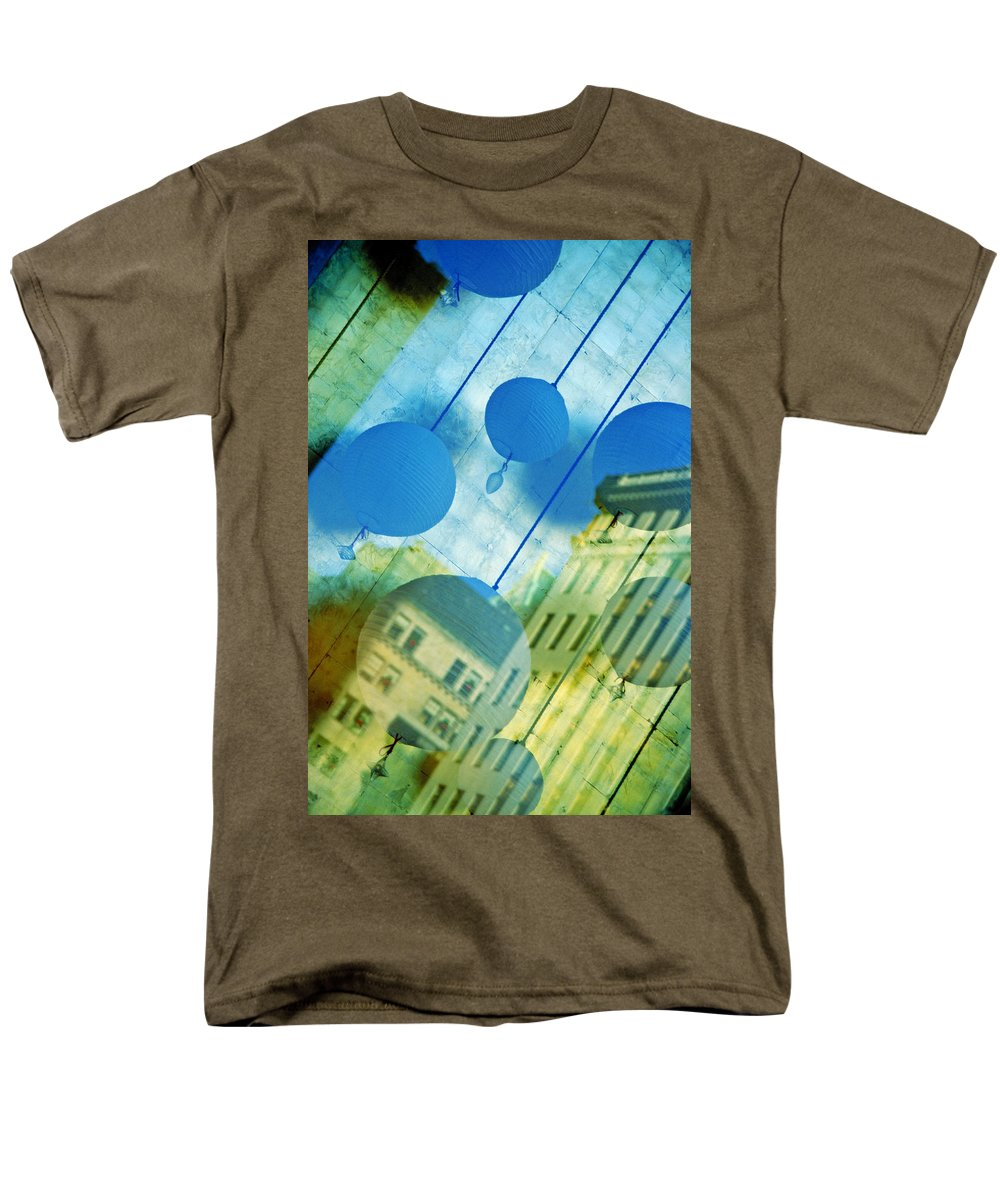 New York Men's T-Shirt (Regular Fit) featuring the photograph Tiffanys by Skip Hunt