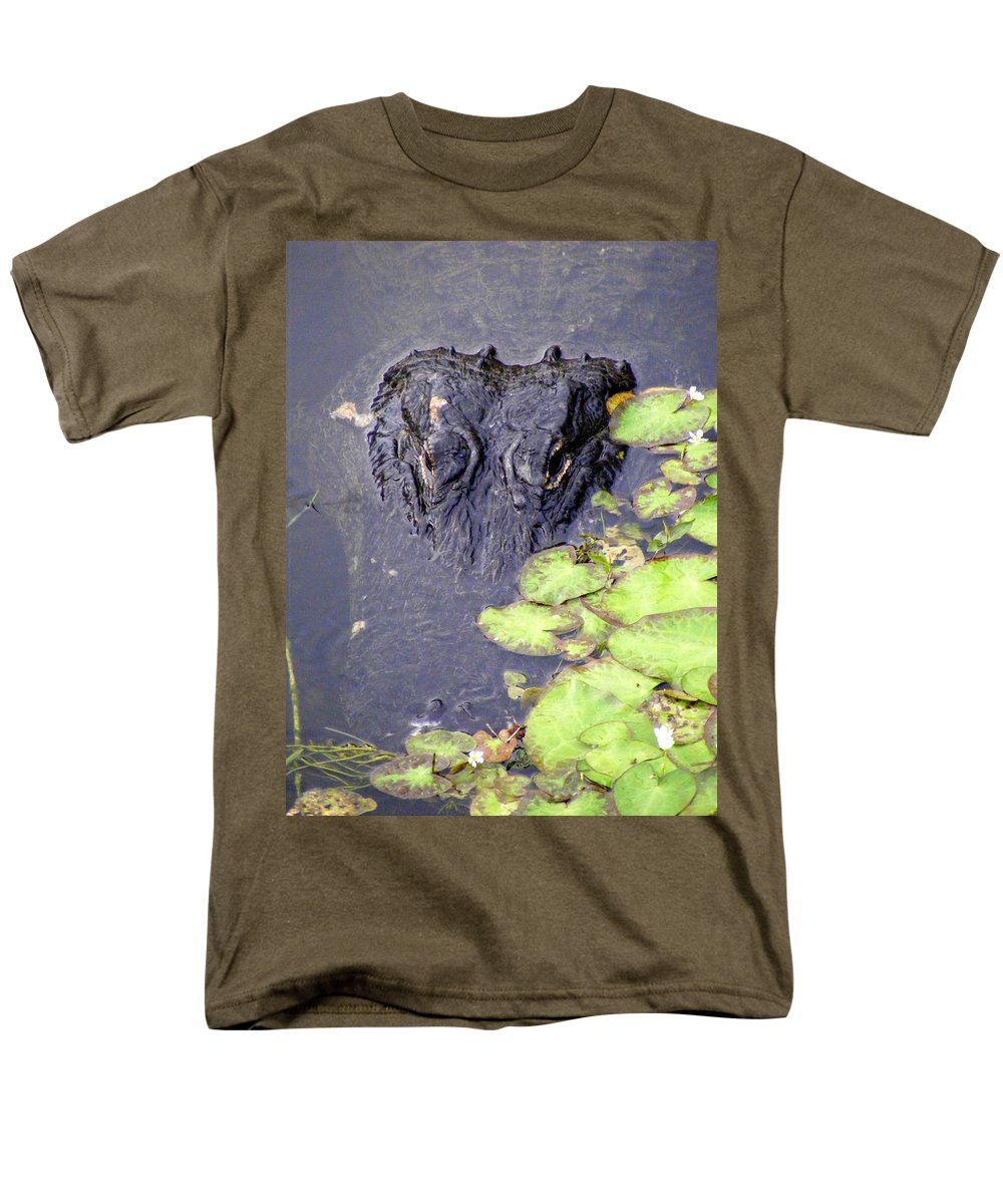 Swamp Men's T-Shirt (Regular Fit) featuring the photograph Too Close For Comfort by Edward Smith