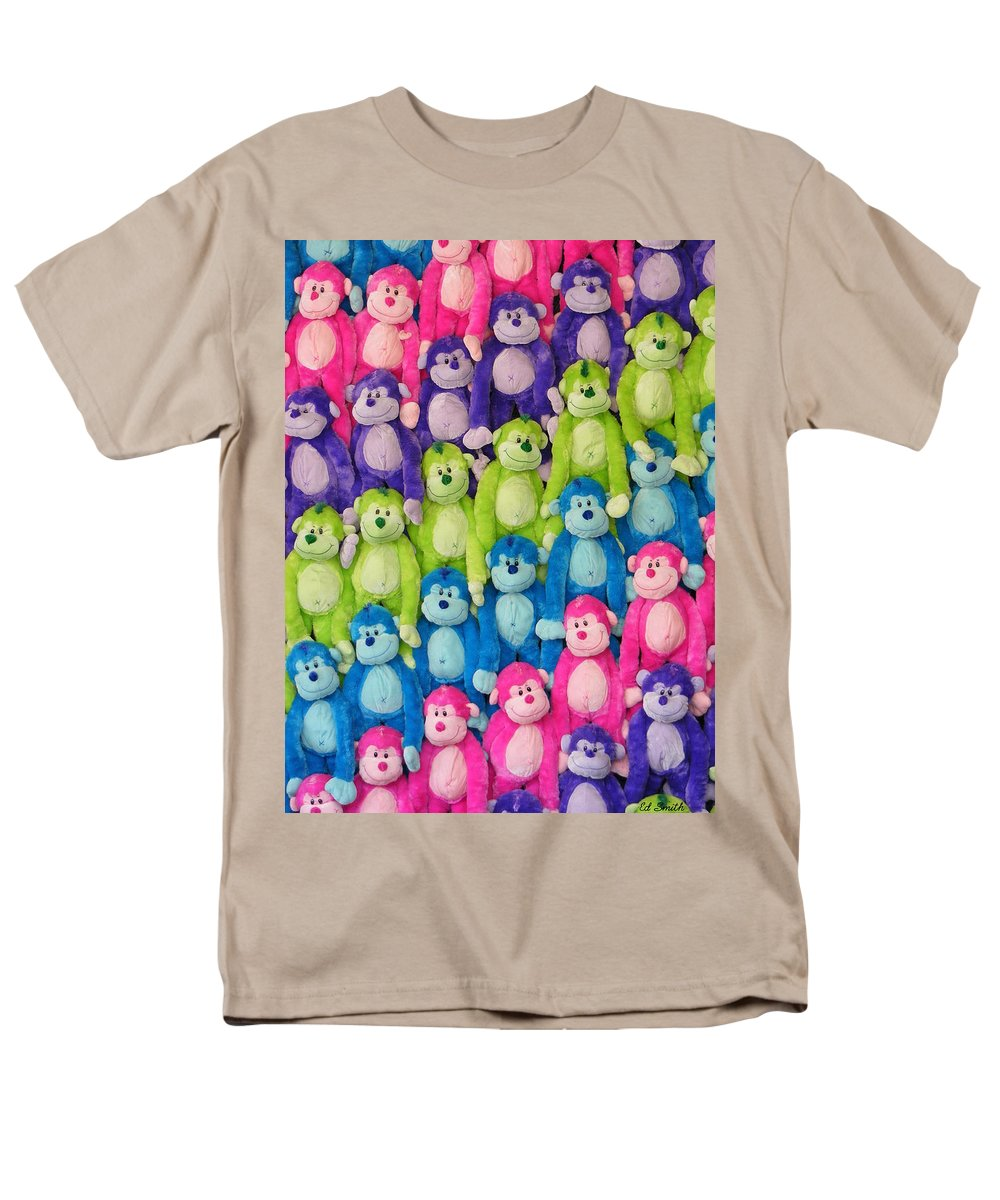 Ok Smiles Men's T-Shirt (Regular Fit) featuring the photograph OK Smiles Everyone by Edward Smith