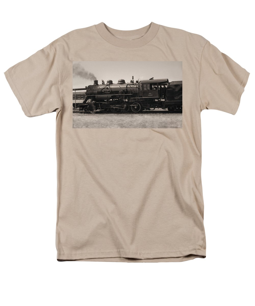 Americana Men's T-Shirt (Regular Fit) featuring the photograph Reverse Throttle by Richard Rizzo