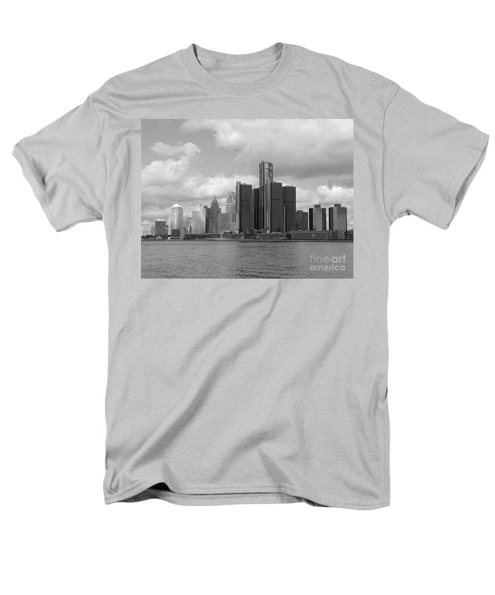 Detroit Men's T-Shirt (Regular Fit) featuring the photograph Detroit Skyscape by Ann Horn