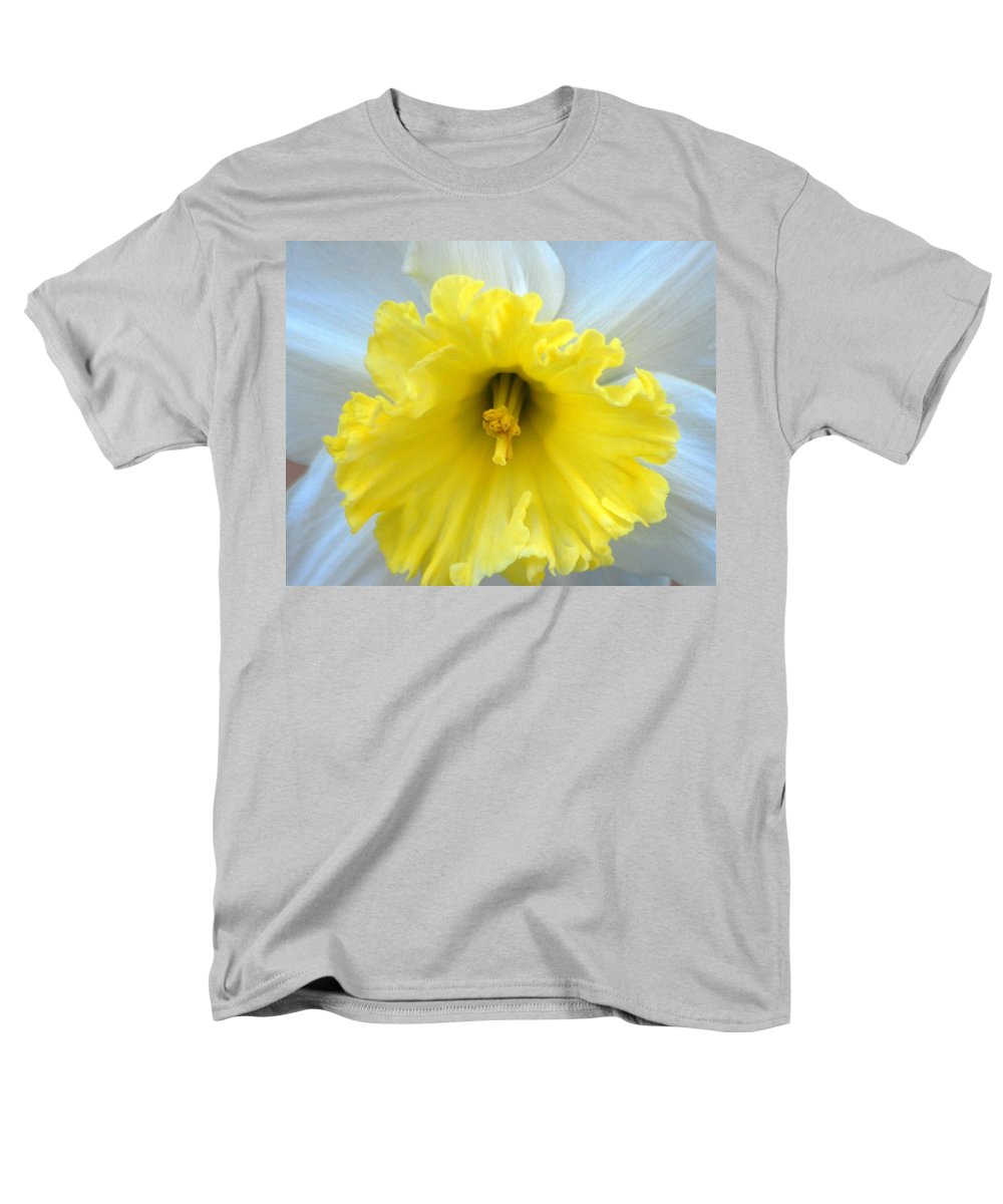 Daffodil Men's T-Shirt (Regular Fit) featuring the photograph Daffodil by Amy Fose