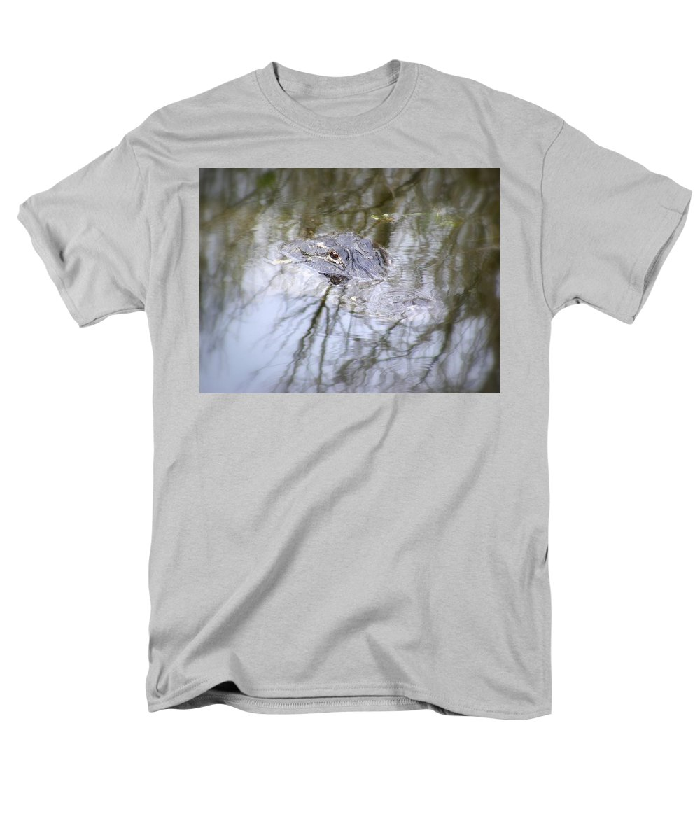 Alligator Men's T-Shirt (Regular Fit) featuring the photograph I Am Watching by Edward Smith