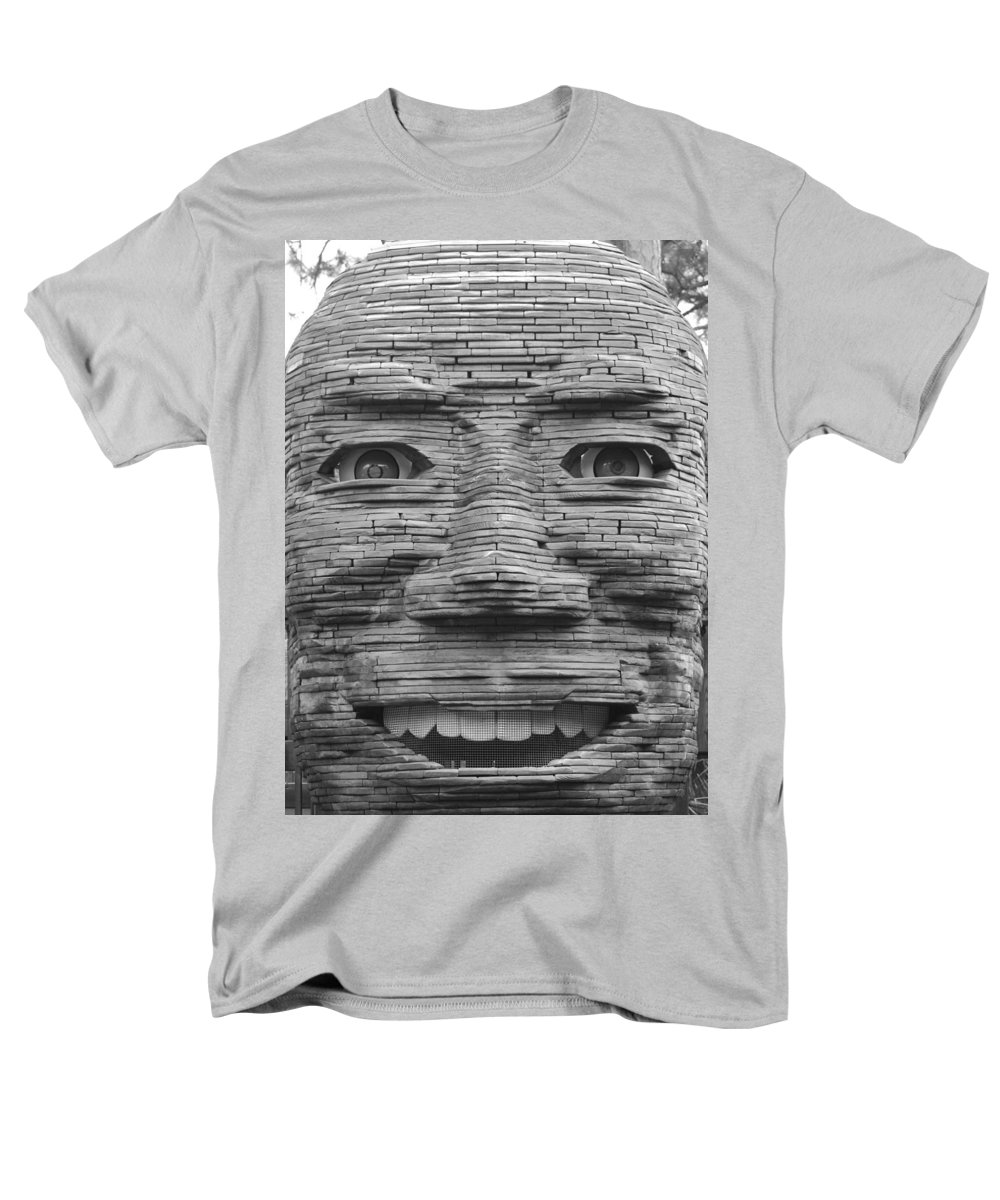Architecture Men's T-Shirt (Regular Fit) featuring the photograph In Your Face by Rob Hans
