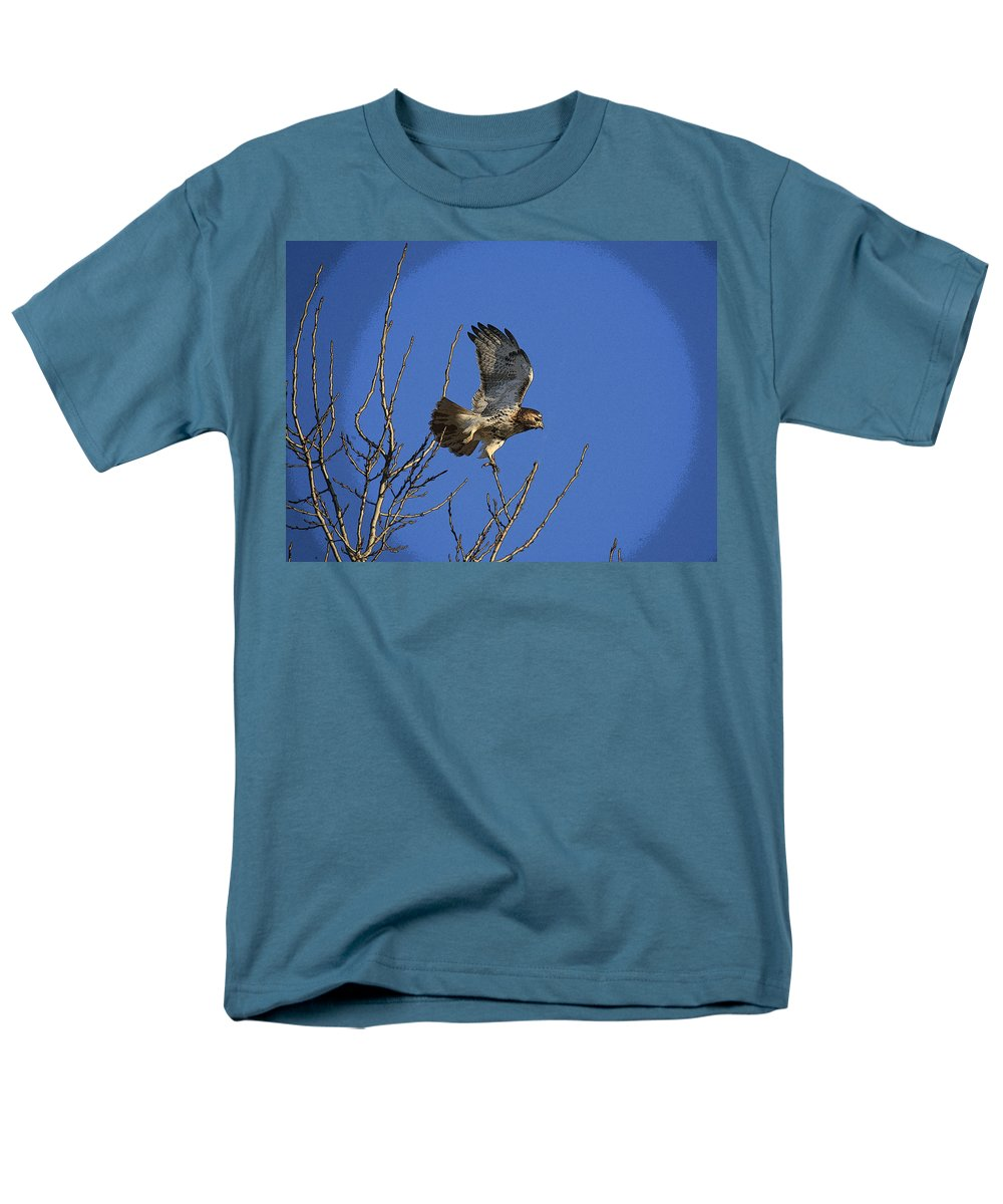Hawk Men's T-Shirt (Regular Fit) featuring the photograph On the move by Robert Pearson