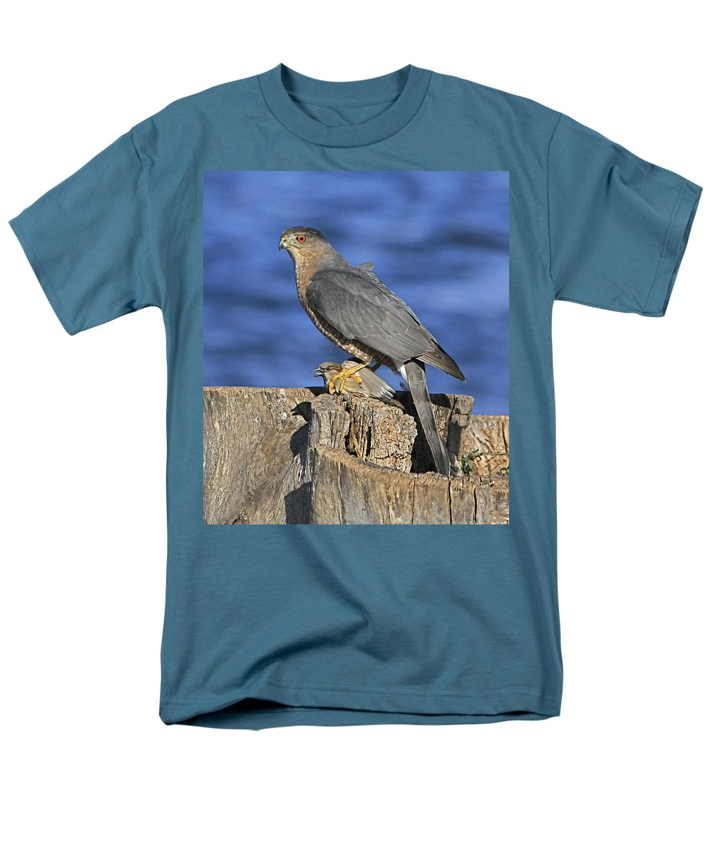 Cooper Men's T-Shirt (Regular Fit) featuring the photograph The catch by Robert Pearson
