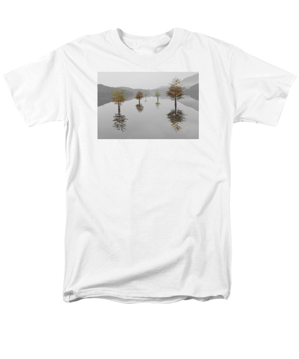 Appalachia Men's T-Shirt (Regular Fit) featuring the photograph Hanging Garden by Debra and Dave Vanderlaan