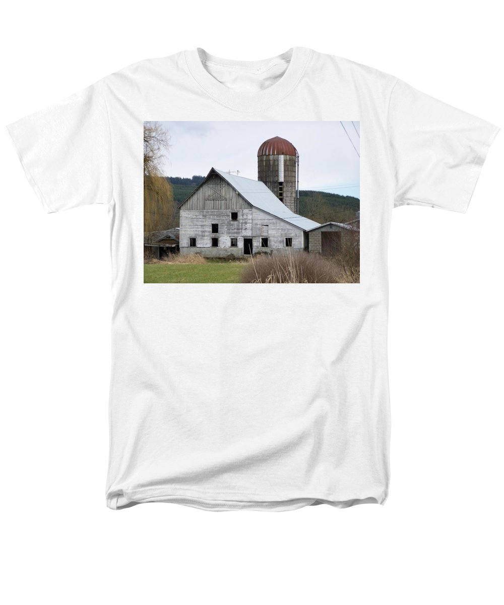 Digital Photography Men's T-Shirt (Regular Fit) featuring the photograph Barn And Silo by Laurie Kidd