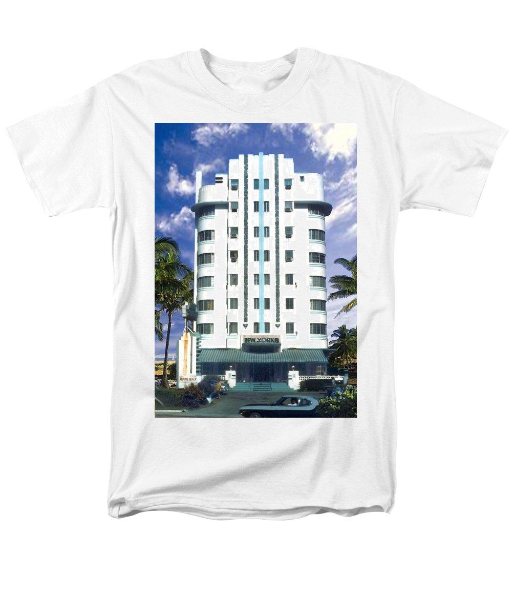 Miami Men's T-Shirt (Regular Fit) featuring the photograph The New Yorker by Steve Karol
