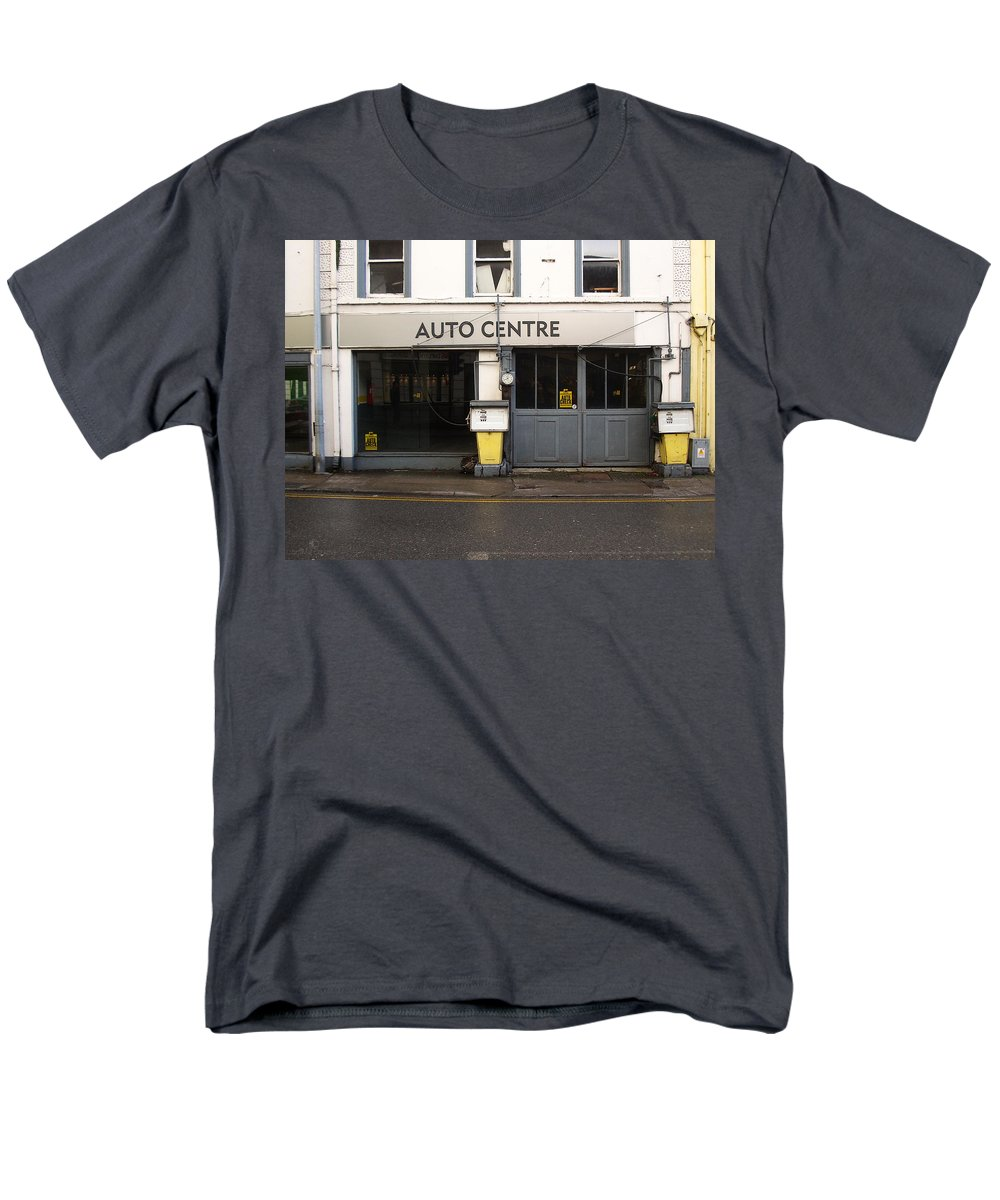 Auto Men's T-Shirt (Regular Fit) featuring the photograph Auto Centre by Tim Nyberg