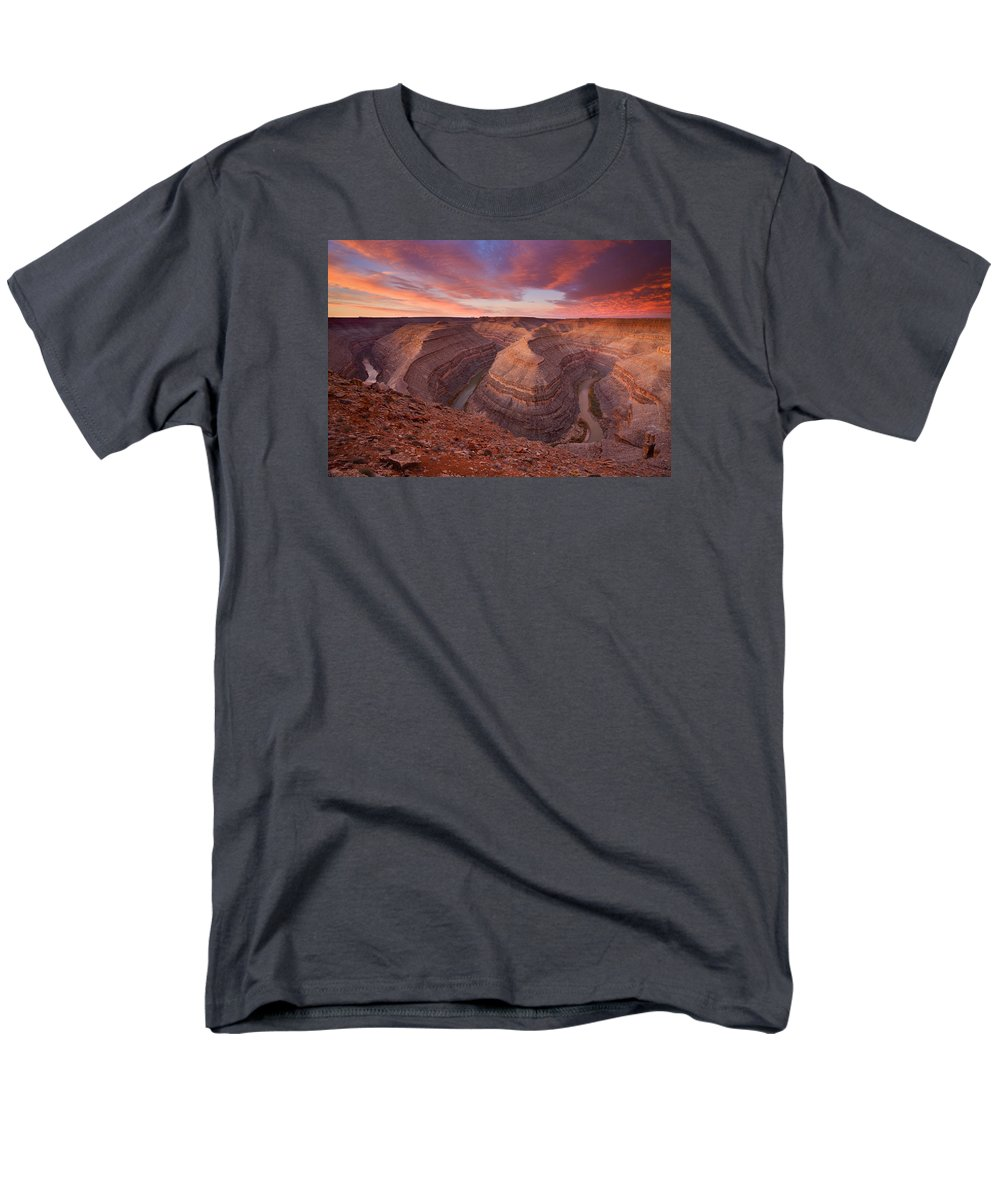 Canyon Men's T-Shirt (Regular Fit) featuring the photograph Curves Ahead by Mike Dawson