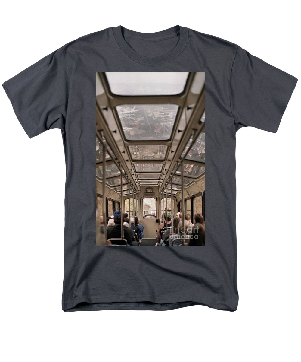 Cable Car Men's T-Shirt (Regular Fit) featuring the photograph Going Down by Richard Rizzo