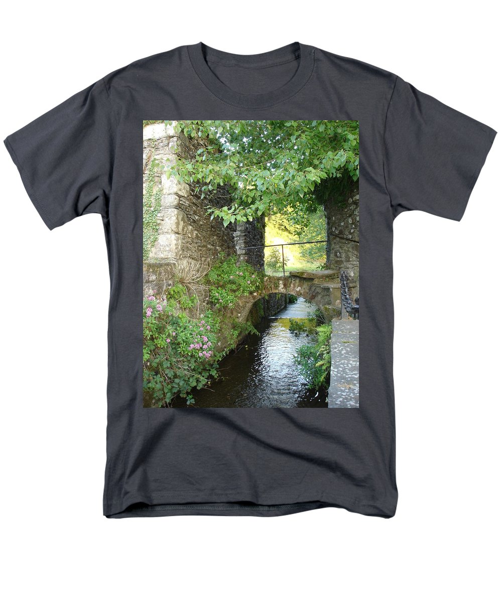 Inistioge Men's T-Shirt (Regular Fit) featuring the photograph Inistioge by Kelly Mezzapelle