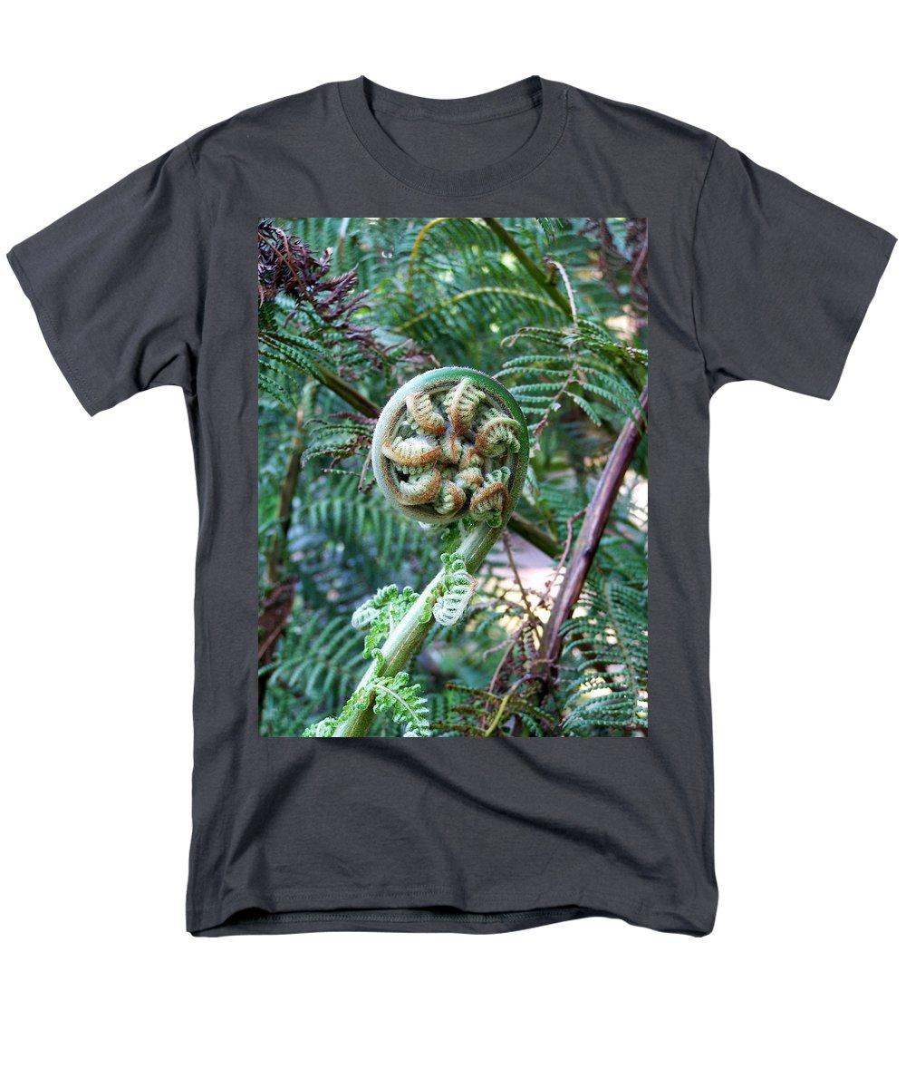 Irish Men's T-Shirt (Regular Fit) featuring the photograph Irish Fiddler by Teresa Mucha